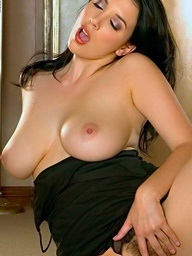 Foxes.com: Jelena Jensen - Bigtits Mommy To Na�ve Funbags