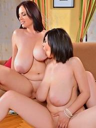 Joanna Bliss & Luna Amor